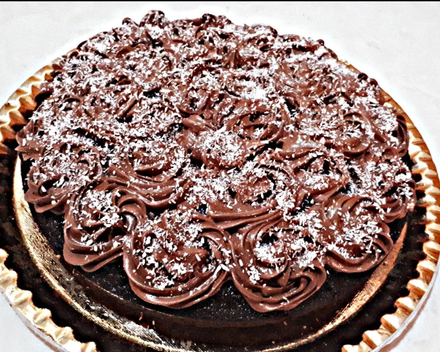 کیک نسکافه بارویه خامه شکلاتی