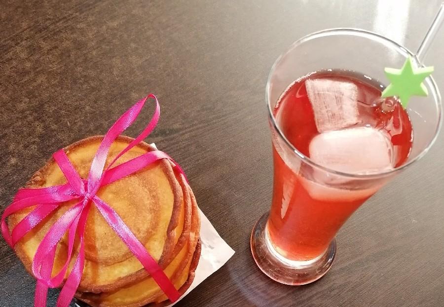 نان فوقالعاده به همراه شربت توت فرنگی