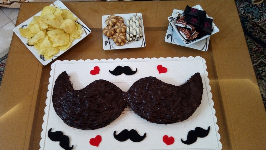 کیک اسفنجی سیبیل مخصوص روز پدر و همسر