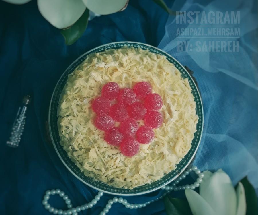 عکس کیک نارگیلی با سس شکلات سفید
