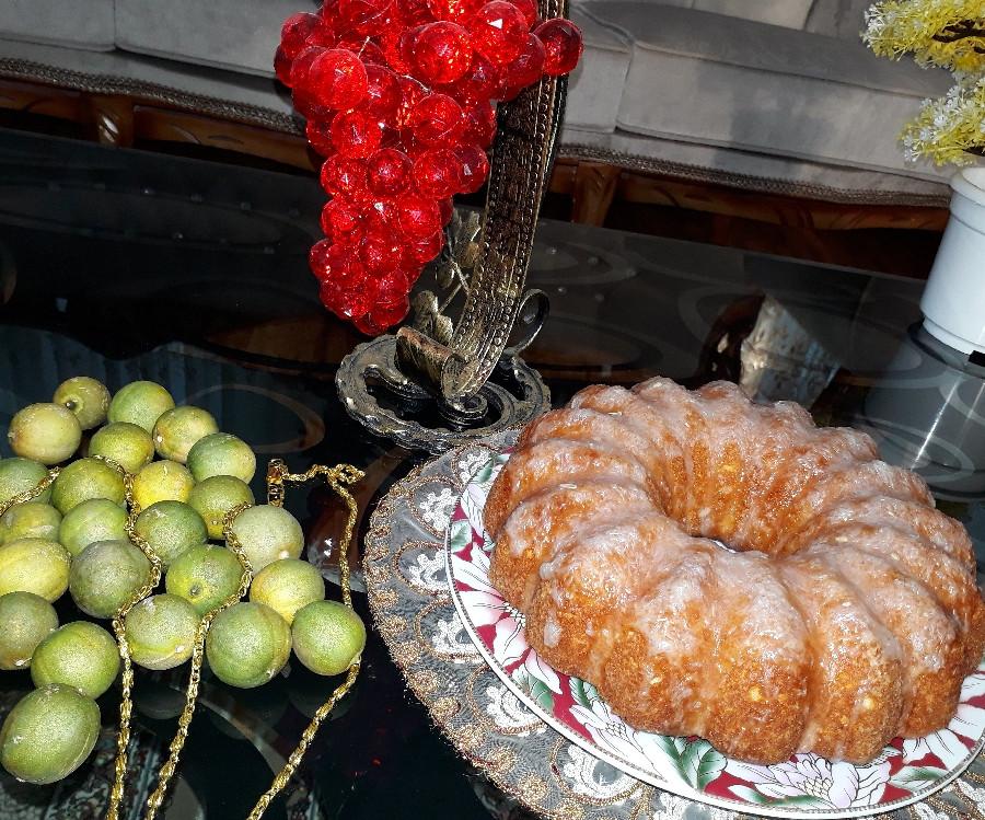 عکس کیک لیمویی همراه با سس لیمو