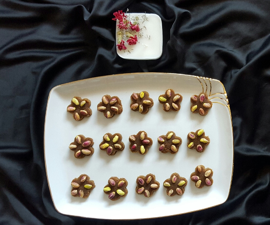 عکس حلوای اوماج با شیره انگور