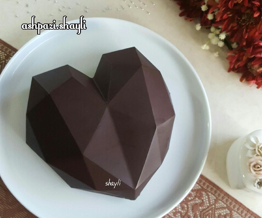عکس کیک قلب سورپرایز شکلاتی