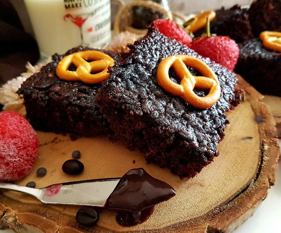 عکس کیک شکلاتی بدون تخم مرغ وفر