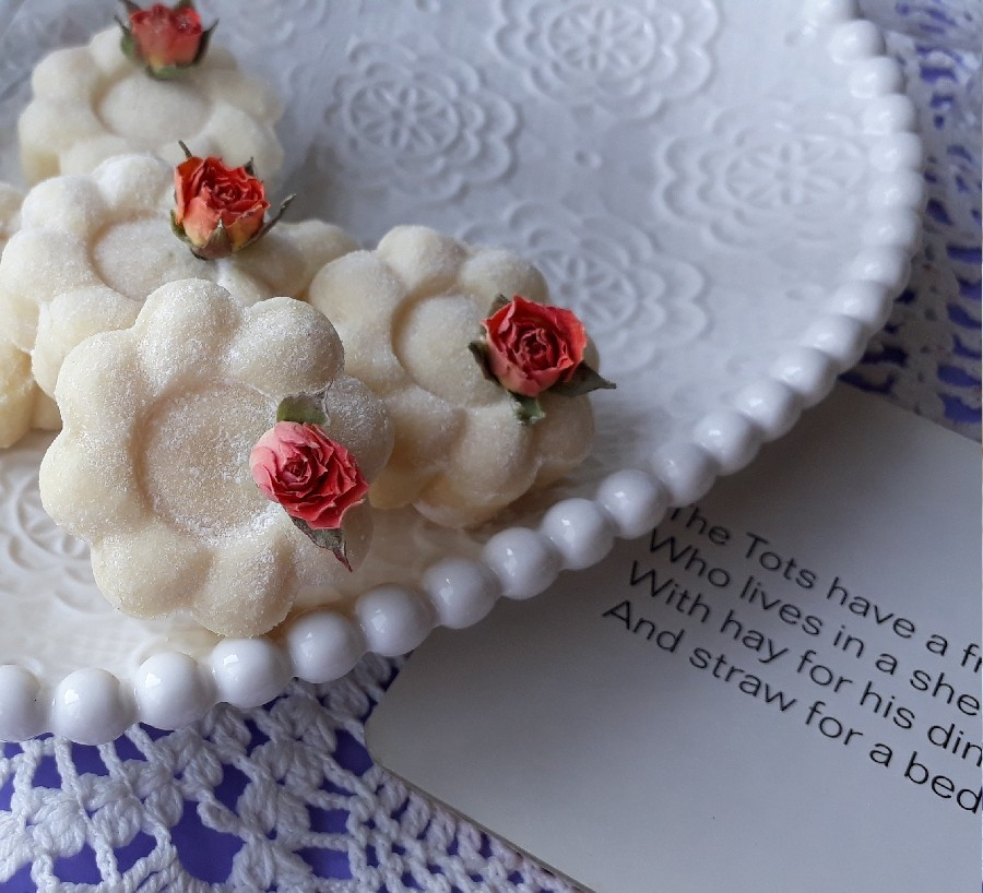 عکس شیرینی نارگیلی با آرد برنج