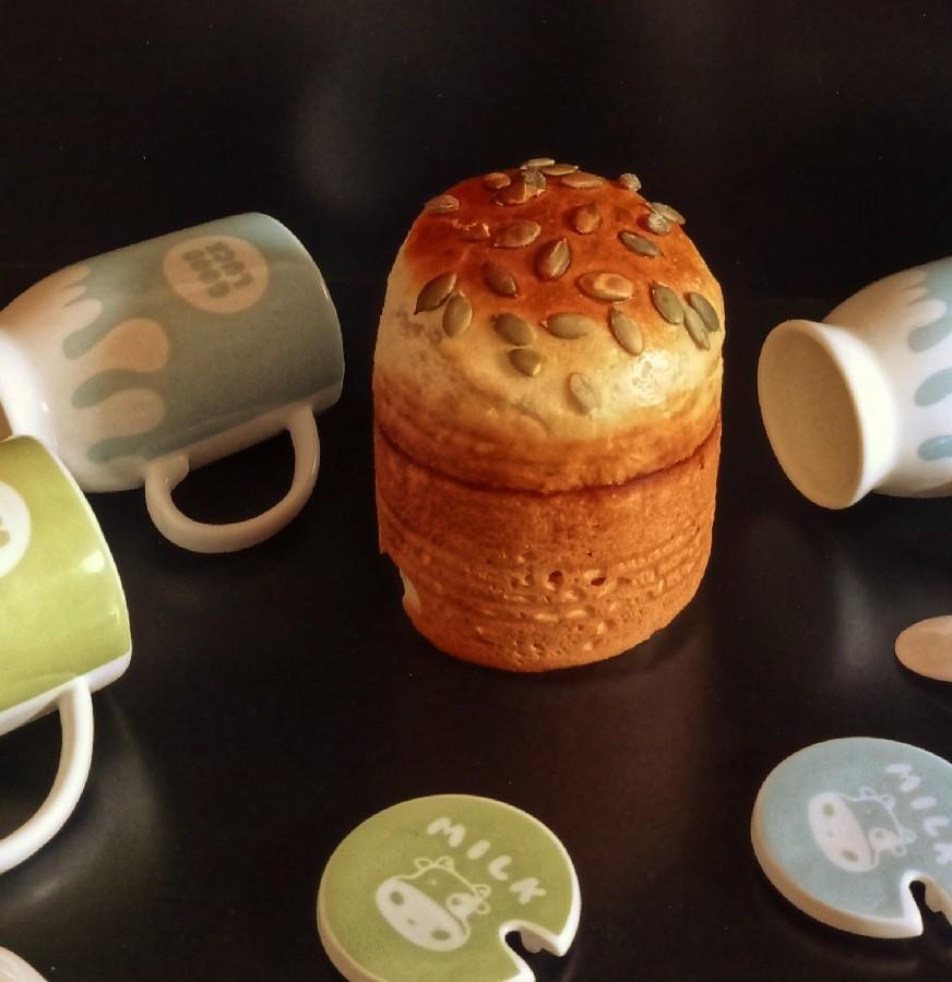 عکس نان شیر عسلی در قوطی