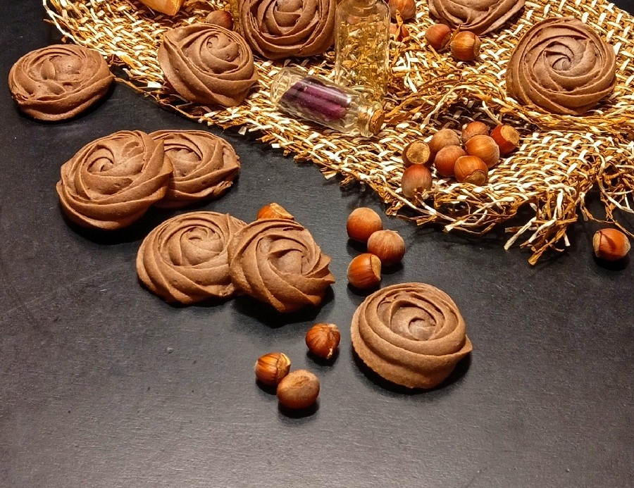 عکس شیرینی شکلاتی گل رز بدون کره