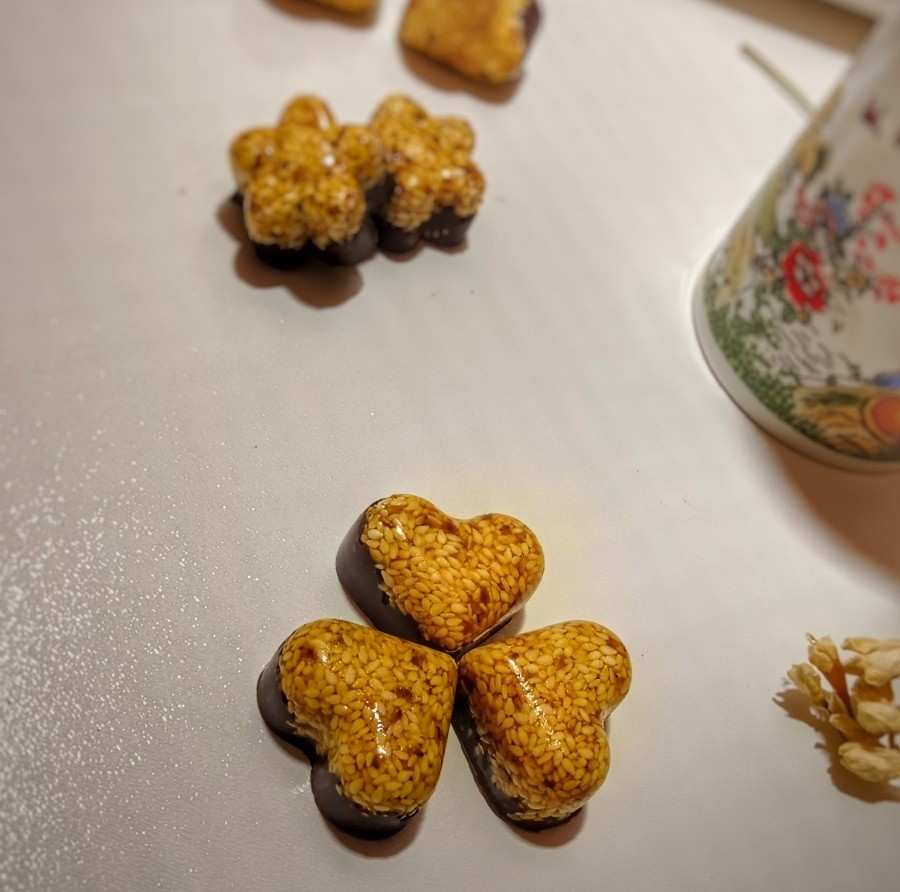 عکس سوهان عسل کنجدی شکلاتی