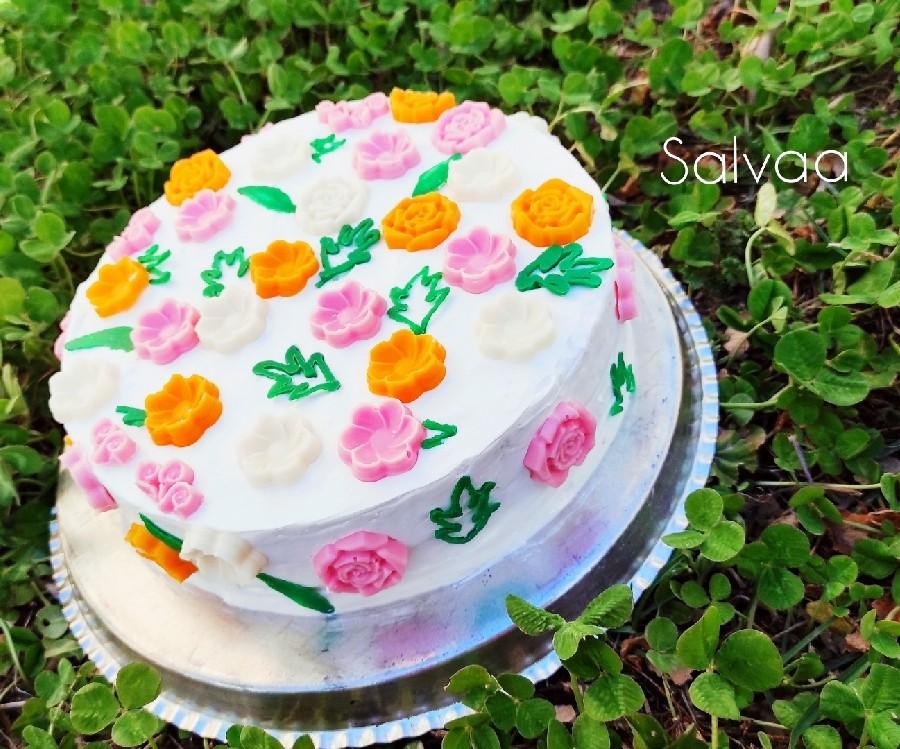 عکس تزئین کیک با شکلات تخته ای