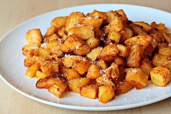 عکس سیب زمینی تنوری با پنیر پارمیزان