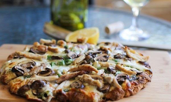 عکس پیتزا مرغ و قارچ (کاری)