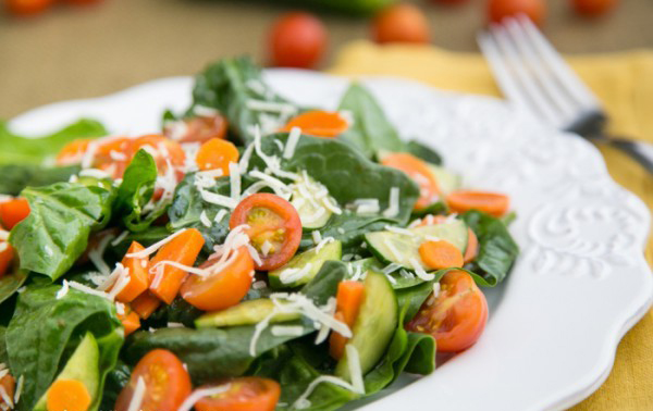 عکس سالاد سبزیجات با اسفناج