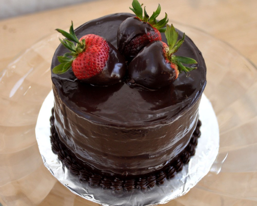 عکس کیک شکلاتی با رویه موکا
