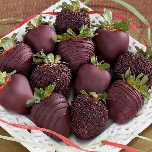 عکس دسر توت فرنگی شکلاتی