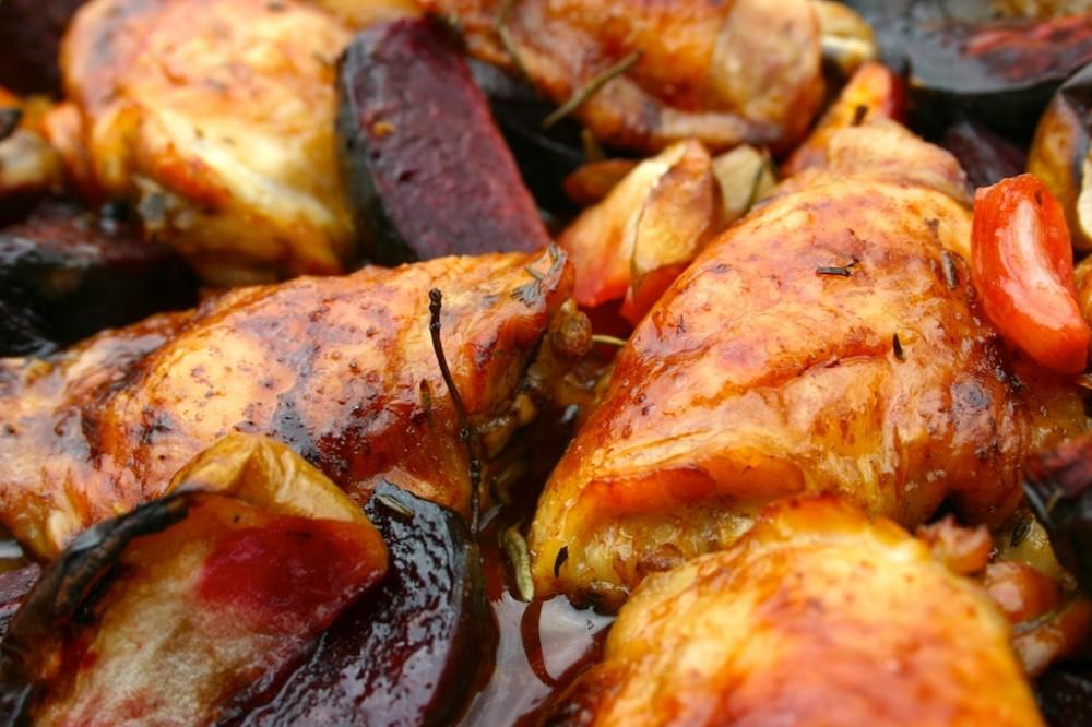 عکس خوراک مرغ و آلوسیاه