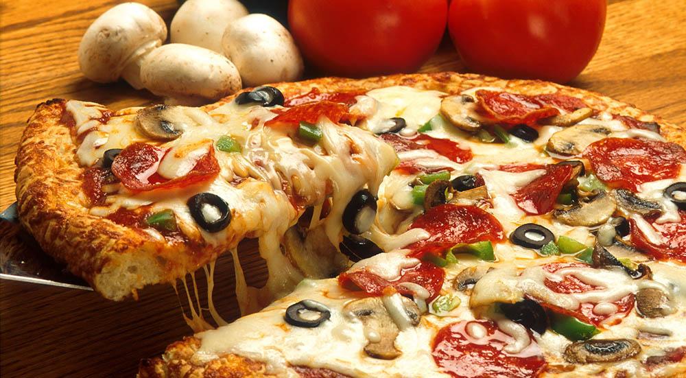 عکس پیتزای قارچ و گوشت