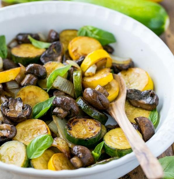 عکس خوراک کدو سبز و قارچ